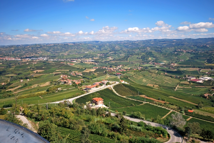barolo-view_of_langhe_from_la_morra